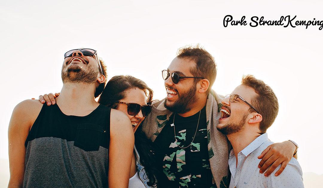 Kempingezés baráti társasággal – Így lesz tökéletes a baráti kempingezés