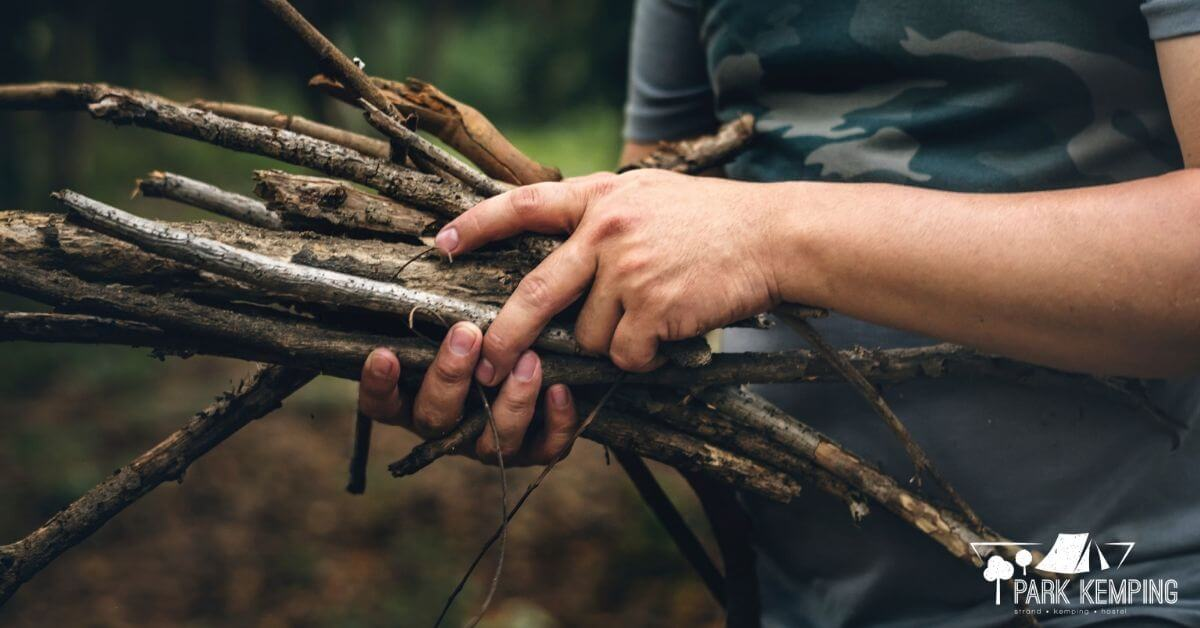 A száraz tűzifa elengedhetetlen kelléke a tűzgyújtásnak. Ne feledkezzünk meg róla!